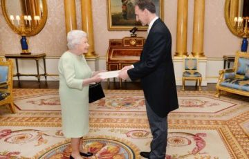 Queen and Ambassador (1)
